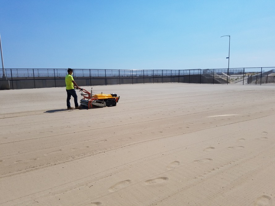 Beach cleaning, beach cleaner